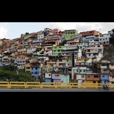 Graziano Bartolini - Caracas 2018, la città verticale e la città obliqua